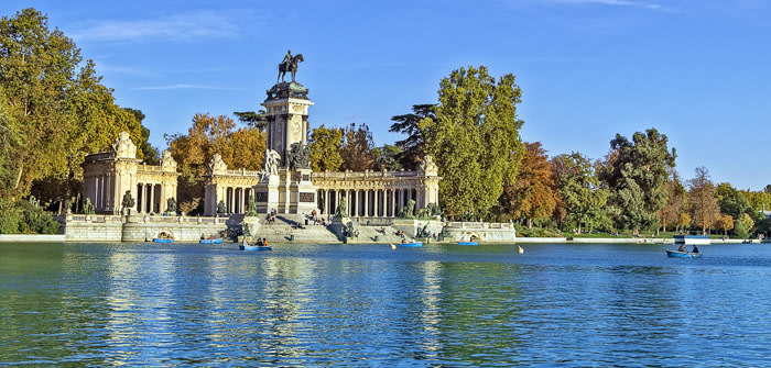 Madrid con niños: barcas en el parque del retiro