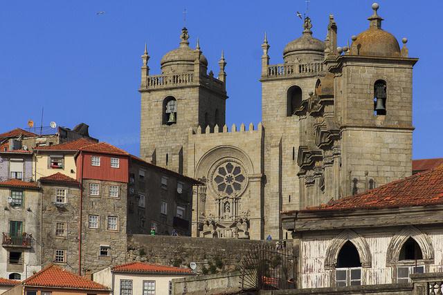 Qué ver en Oporto gratis: Vista de Se Catedral do Porto e Iglesia dos Grilos en Oporto