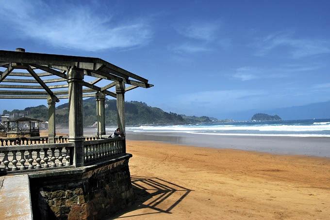 zarautz playa en costa vasca