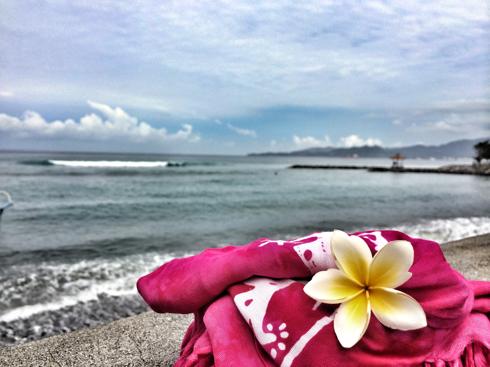 Bali: frangipani e oceano