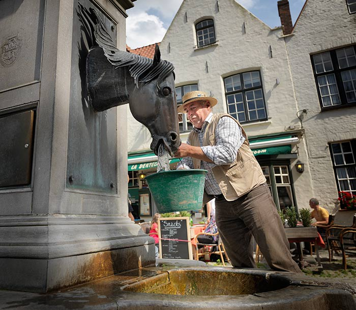 Bruges horse fountain (c) Milo Profi