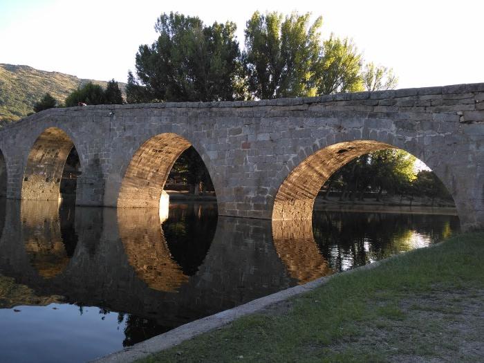 Sierra de Gredos: Puente románico de Navaluenga