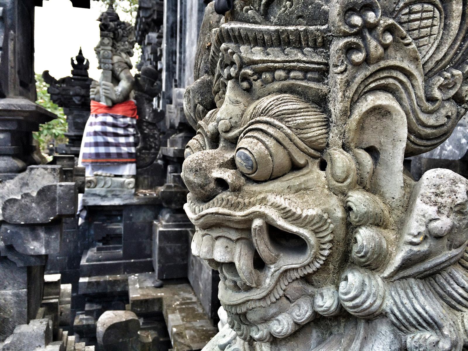 Pura Goa Lawah: demoni