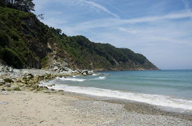 playa concha en cudillero asturias