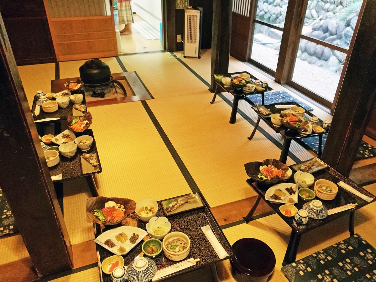 Cenare in un ryokan, Giappone