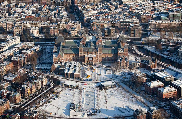 Snow in Amsterdam. Image by Cris Toala Olivares