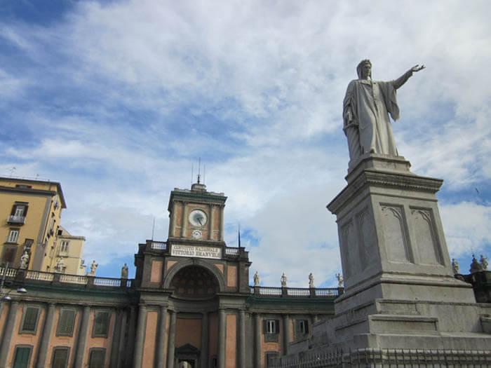 Piazza Dante en napoles italia