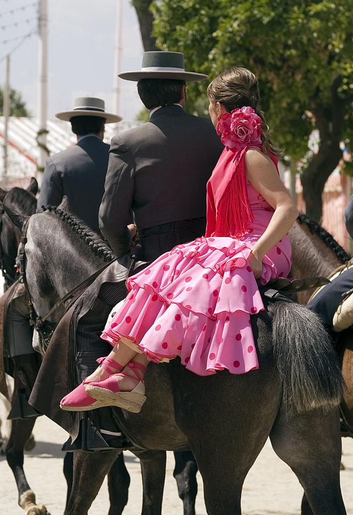Feria de sevillana: sevilla en caballo