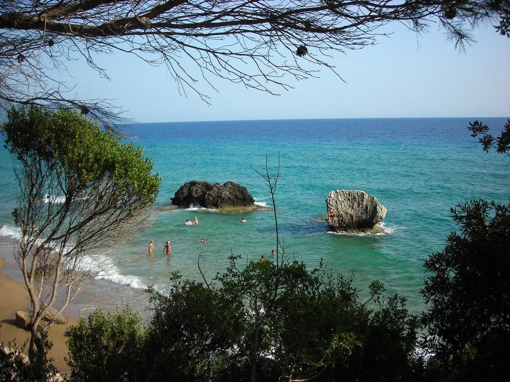 Playa naturista: Playa de Mirtiottisa en Corfú, Grecía