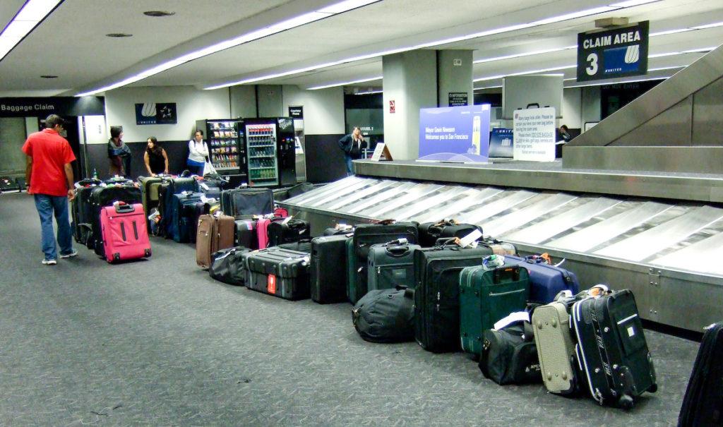 equipaje desatendido en el aeropuerto