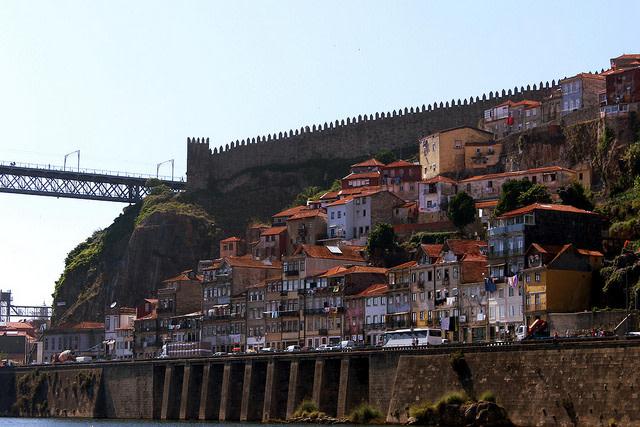 Qué ver en Oporto: muralla fernandina en oporto