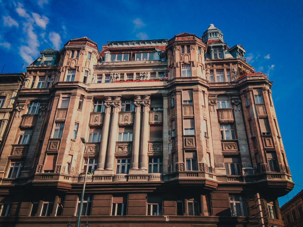edificio-fachada-en-pest-hungria