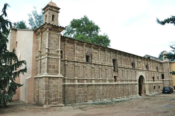 exterior del monaterio de piedra zaragoza