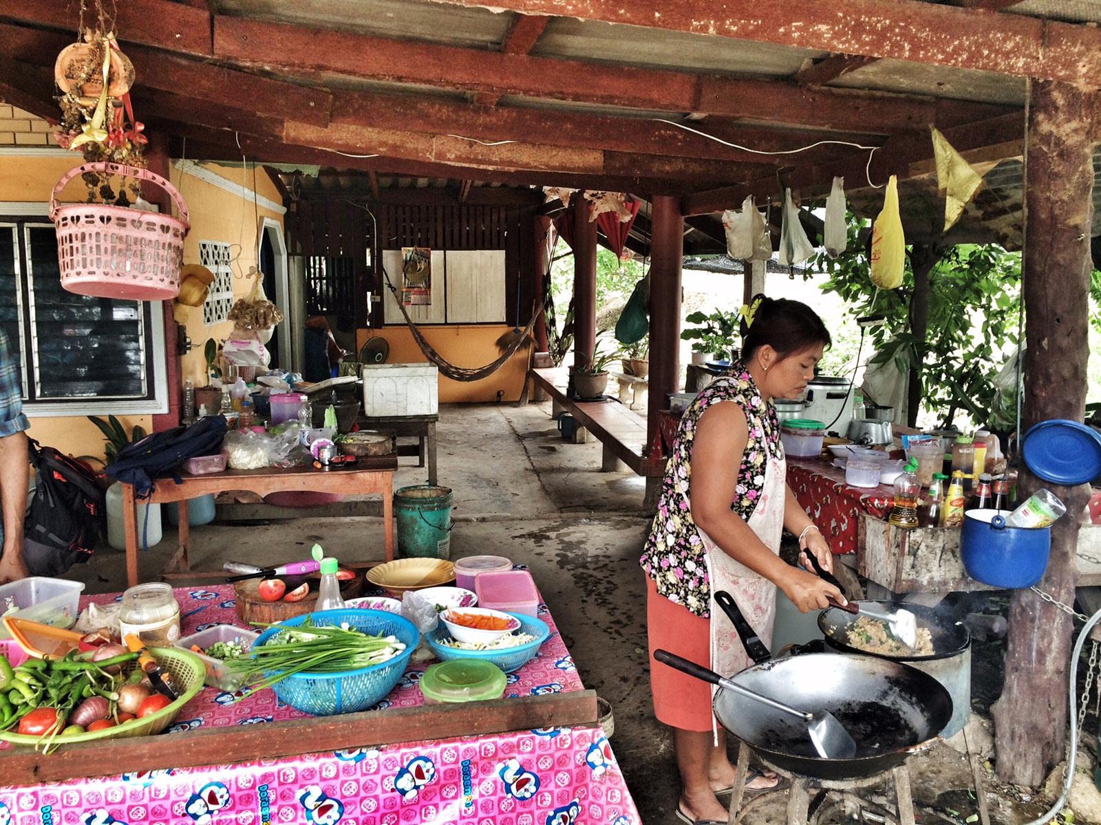 Thailandia - ristorante di strada ok