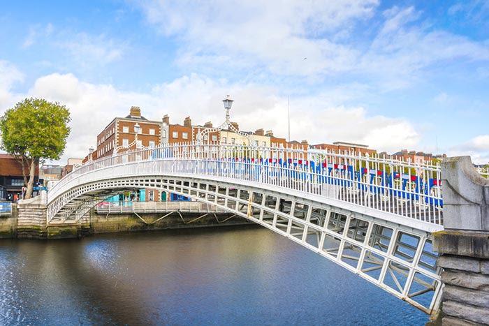 Qué ver en irlanda: ha'penny bridge en dublin irlanda
