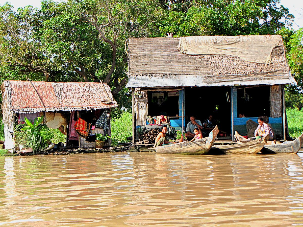 La vita lungo il Tonlè Sap, Cambogia
