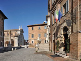 Urbino im Albergo San Domenico