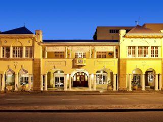 Oudtshoorn im Queen's Hotel