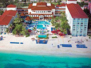 Cable Beach im Breezes Resort & Spa Bahamas