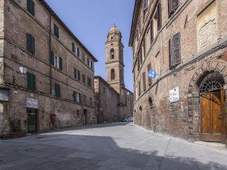 Siena im II Chiostro del Carmine