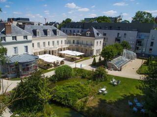 Tours im Château Belmont