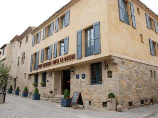 Carcassonne im Best Western Le Donjon Les Remparts