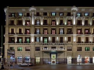 Neapel im UNAHOTELS Napoli