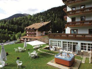 Tesero im Hotel Shandranj