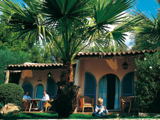 Urlaub Santa Margherita di Pula im Hotel Bouganville
