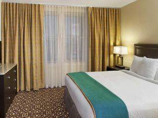 Urlaub Detroit im Doubletree Guest Suites Fort Shelby