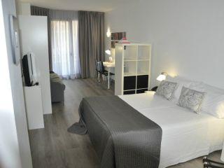 Urlaub Barcelona im Atenea Calabria Apartaments