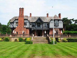 Chester im Inglewood Manor
