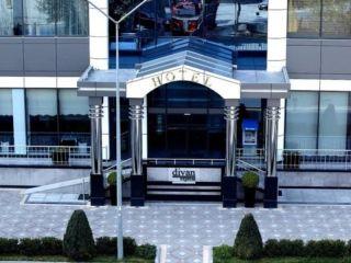 Baku im Divan Express Baku