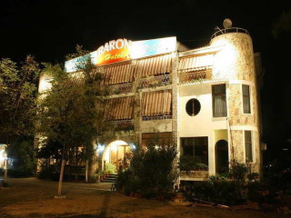 Tirana im Hotel Baron