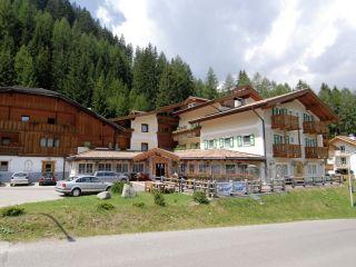 Pozza di Fassa im Dolomites Hotel Valacia