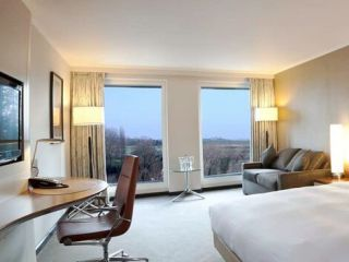 Urlaub Colnbrook im Hilton London Heathrow Airport Terminal 5