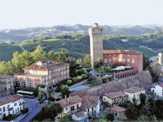 Urlaub Santa Vittoria d'Alba im Castello di Santa Vittoria