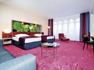 Urlaub Köln im AZIMUT Hotel Cologne