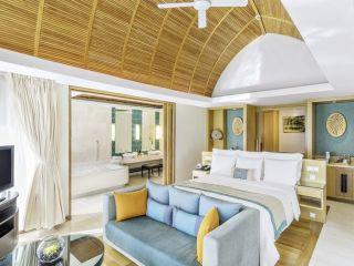 Mai Khao Beach im Renaissance Phuket Resort & Spa