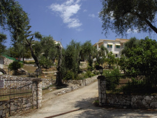 Urlaub Karniaris im Hotel Villa Frangis