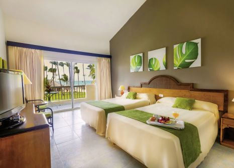 Hotelzimmer mit Mountainbike im Grand Sirenis Tropical Suites