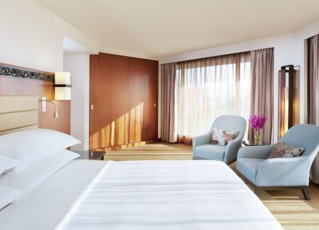 Hotelzimmer mit Tennis im Royal Orchid Sheraton Hotel & Towers