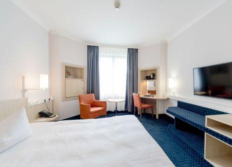 Hotelzimmer mit Mountainbike im InterCityHotel Magdeburg