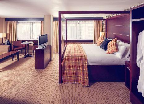 Hotelzimmer mit Hochstuhl im Mercure Glasgow City Hotel