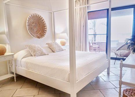Hotelzimmer mit Mountainbike im Plaza Spa Apartments Grecotel Family Resort