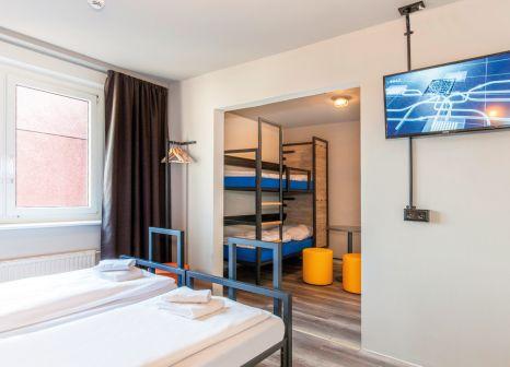 Hotelzimmer mit Tischtennis im a&o Berlin Mitte