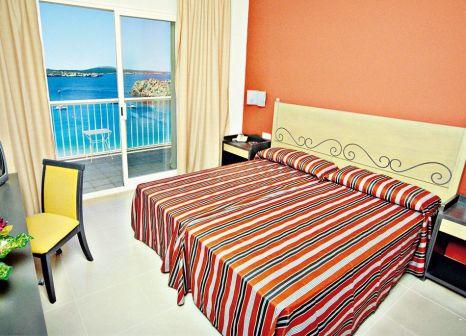 Hotelzimmer mit Volleyball im Club Hotel Aguamarina