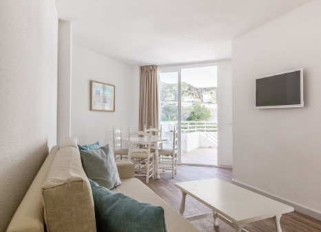 Hotelzimmer mit Mountainbike im FERGUS Style Cala Blanca Suites