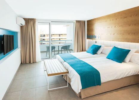 Hotelzimmer mit Tischtennis im LABRANDA Bronze Playa