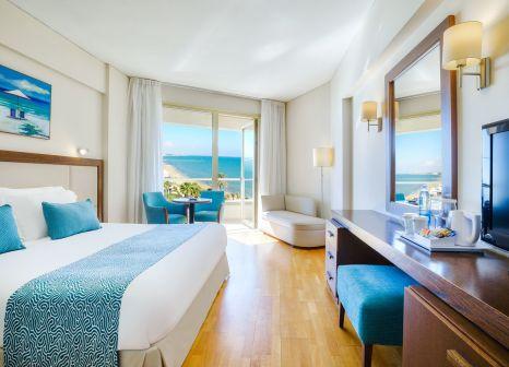 Hotelzimmer mit Volleyball im The Golden Bay Beach Hotel